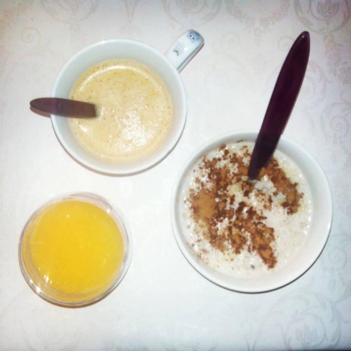 Lady Gangas - Gachas de súper alimentos, café con leche de almendras y zumo de naranja recién exprimido